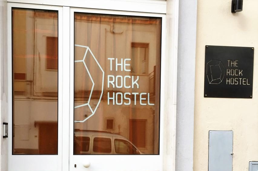 the rock hostel matera alloggio ostello entrata